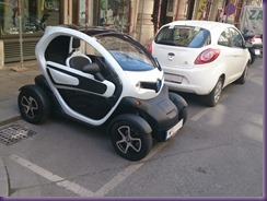20130806 Twizy quer