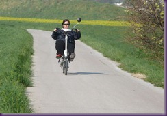 2011_04_23_Andrea am Scooterbike
