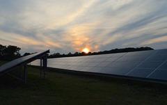solar-panels-2458717_640